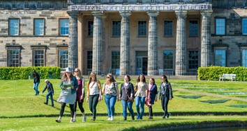 Group of women walking on grass in front of the Modern One National Galleries Scotland building (Ian Georgeson Photography)